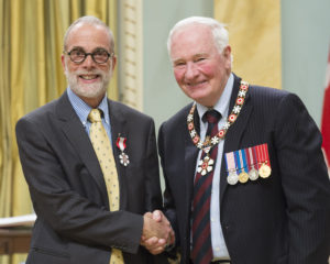 The Governor General presents the MEMBER insignia of the Order of Canada to Steve Lurie.